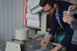 Les propriétés et matériaux. Ajuster les propriétés rhéologiques de la mixture de la fibre de verre. Tester la liaison de résistance du bois collé (11)