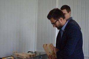 Les propriétés et matériaux. Ajuster les propriétés rhéologiques de la mixture de la fibre de verre. Tester la liaison de résistance du bois collé (7)